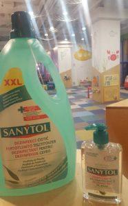 La Yellow Place spatiul, jucariile si echipamentele de joaca sunt dezinfectate zilnic cu solutii sigure pentru copii